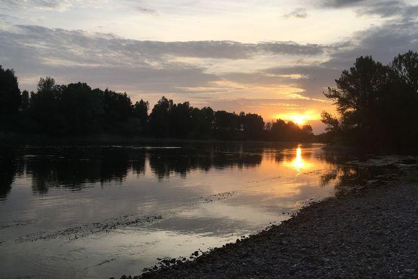 Le bivouac permet de contempler la Loire aux plus belles heures.