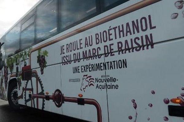 Présentation à Mont-de-Marsan de ces bus qui roulent au marc de raisin, un biocarburant issu d'une entreprise girondine.