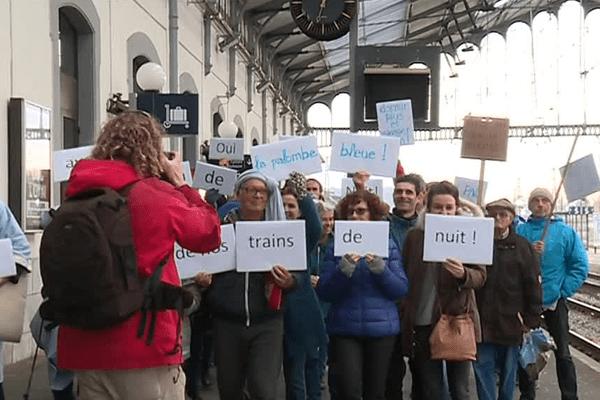 Les usagers du train de nuit la Palombe Bleue défendent l'utilité de la ligne