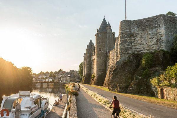 A pied, à vélo, en péniche, la Bretagne se visite sans voiture.