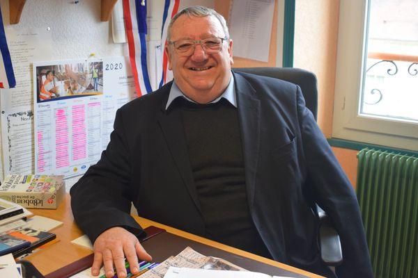 Robert Belleret, 68 ans, vit ses derniers mois comme maire d'Ourouer-les-Bourdelins.