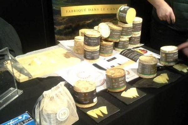 Fromages, vins, charcuteries et autres produits issus du Cantal ont débarqué à Rungis pour séduire, le temps d'un rendez-vous d'affaires, les grossistes franciliens. Objectif : conquérir de nouveaux marchés.