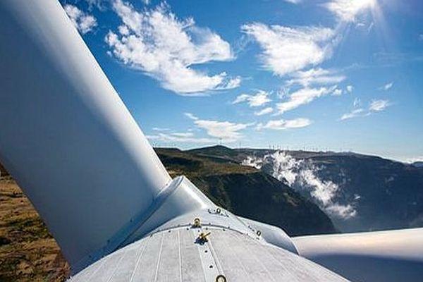 Eco-parc catalan (Pyrénées-Orientales) - une éolienne à pales furtives - mars 2015.