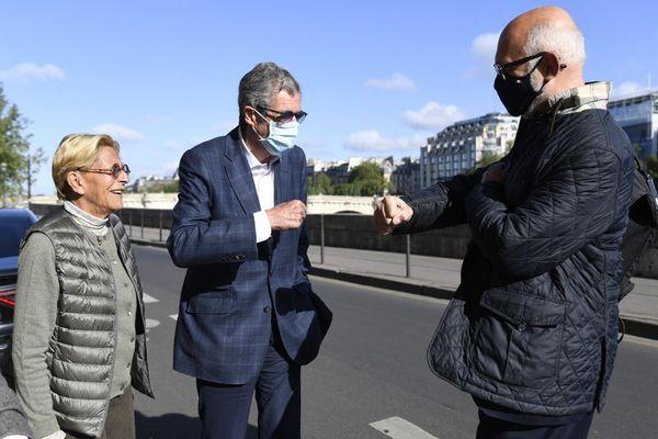 Isabelle et Patrick Balkany ainsi que leur avocat Francois-Henri Briad devant la Cour de Cassation lors de leur audience le 5 mai 2021.