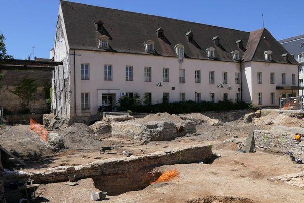 Les fouilles du site archéologique de l'ancienne clinique Sainte Marthe de Dijon durent quatre mois et se terminent fin juin.