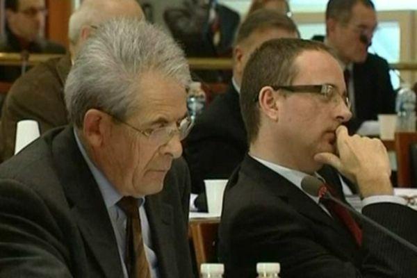 Yann Galut (à droite) dans l'hémicycle du conseil général du Cher