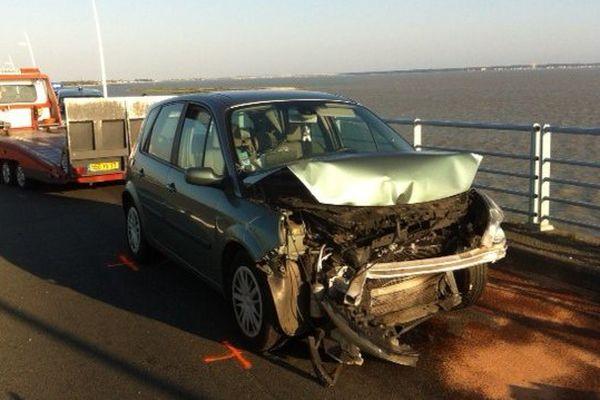 Une des voitures accidentées sur le pont d'Oléron hier soir.