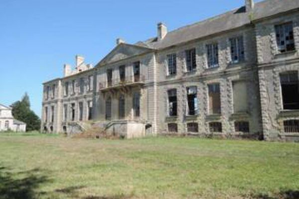 Présidée par un ancien architecte en chef des monuments historiques, une association de sauvegarde du château de Magny-en-Bessin (14) est créée en 2019. En 2020, l'association assure quelques visites guidées lors des Journées européennes du patrimoine dans le domaine. Dans un premier temps, les travaux sont fixés à 825 000 euros.