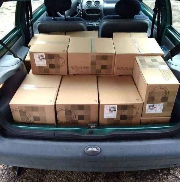 Le caviste Antoine Sauvignon a très souvent son coffre de voiture plein pour les livraisons.