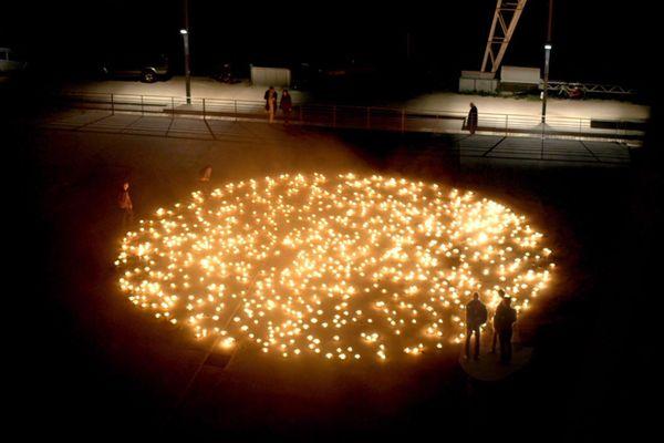 Lors de la Nuit européenne des musées, l'installation « The Day Before_Guernica_April 25, 1937_23:59 » de l'artiste Renaud Auguste-Dormeuil donnera à voir le ciel étoilé de la ville de Guernica, tel qu'il était la nuit précédant le bombardement du 26 avril 1937, reproduit à l'aide de 1 000 bougies disposées dans la cour du musée Picasso.