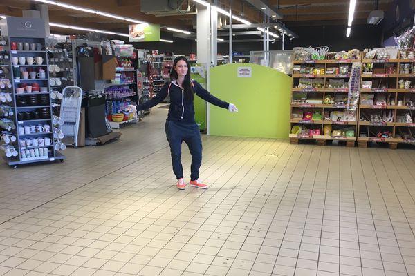 La solidarité s'installe aussi dans certains supermarchés des Ardennes: Elodie Duval, Carrefour Contact Renwez, invite des producteurs locaux à venir vendre leurs produits dans ses espaces libres