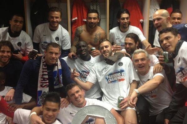 Les joueurs du Paris Saint-Germain dans les vestiaires après leur victoire à Lyon et leur titre de Champion 2013.