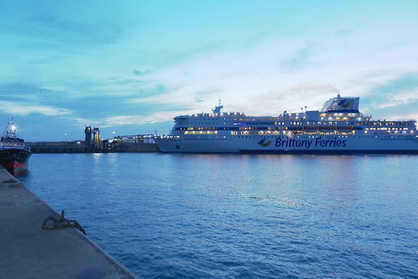 Pour aider la Brittany Ferries, CMA CGM va souscrire pour 10 millions d'euros d'obligations convertibles de la compagnieet va lui prêter 15 millions remboursables après cinq à huit ans