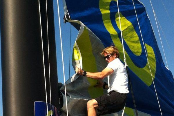 François Gabart vainqueur du dernier Vendée Globe passe sur multicoque pour battre le record de la traversée de la Méditerranée de Marseille à Carthage.