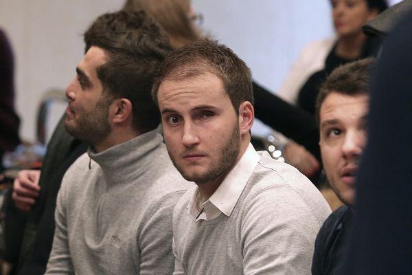 Maxime Beux et ses amis supporters, à la cour d'appel de Reims le 6 décembre 2016.