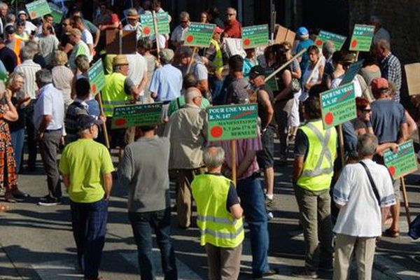 Le 5 juin dernier à Berneuil en Haute-Vienne. 300 manifestants défilaient pour le réaménagement de la RN 147.