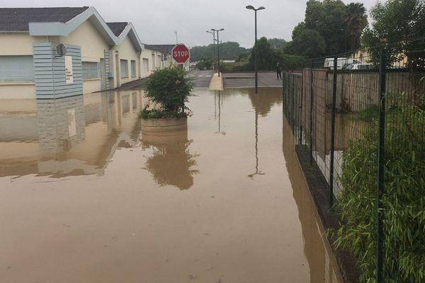Plusieurs quartiers d'Hagetmau dans les Landes sont inondés mercredi 13 juin 2018