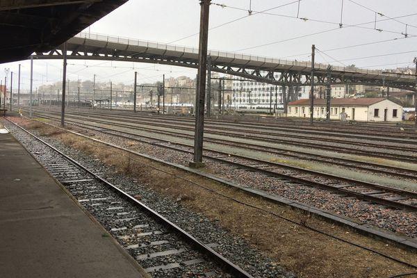 Des quais déserts pendant la grève de la SNCF.