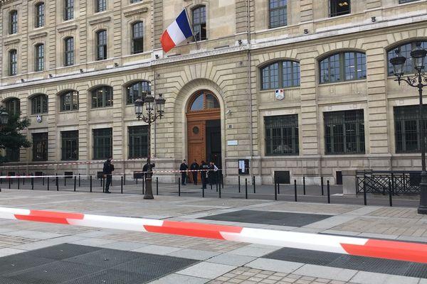 La piste de la radicalisation est désormais privilégiée dans l'enquête sur la tuerie à la préfecture de police de Paris.