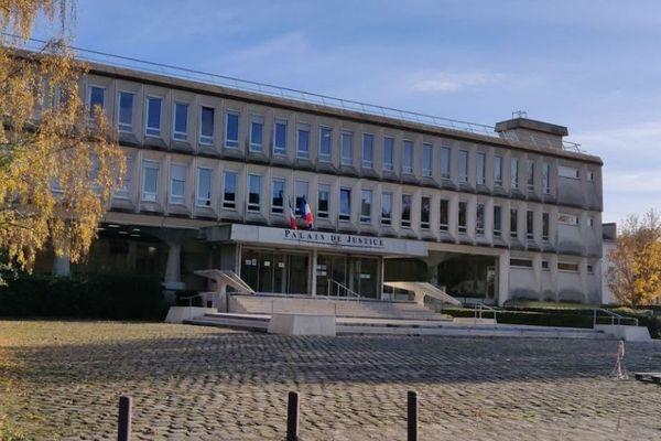 Amine M. comparaissait devant la cour d'assises de l'Oise à Beauvais pour le meurtre d'Issa Camara à Compiègne en 2016.