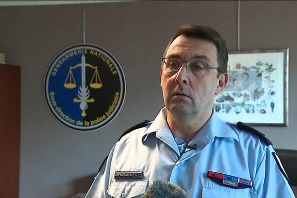 Le général Jean-Philippe Lecouffe supervise les travaux de la cellule Ariane.