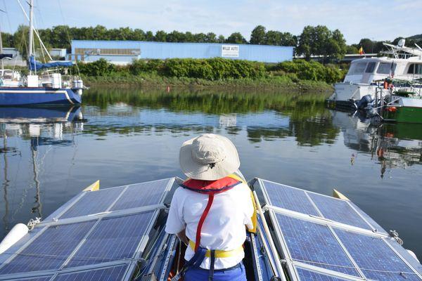 La vitesse de croisière du bateau Eolios est de 7 à 8 km/h
