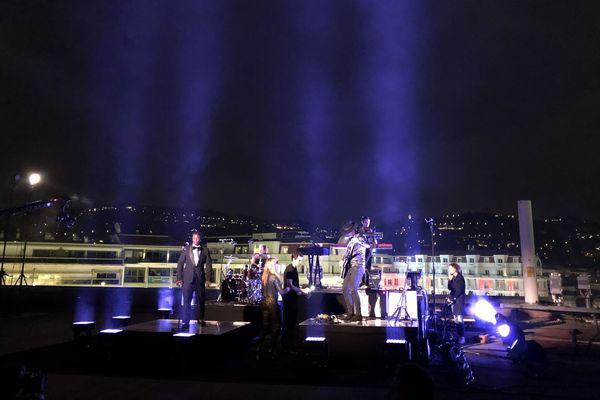 Enregistrement insolite sur le toit du palais des Festivals de Cannes pour The Avener.