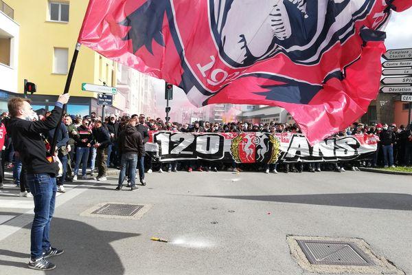 Plusieurs centaines de supporters du Stade Rennais ont défilé dans les rues de la ville pour les 120 ans du club
