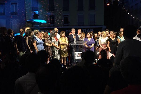 Le maire écologiste de Grenoble, Eric Piolle, lors de son discours sur la place Grenette.