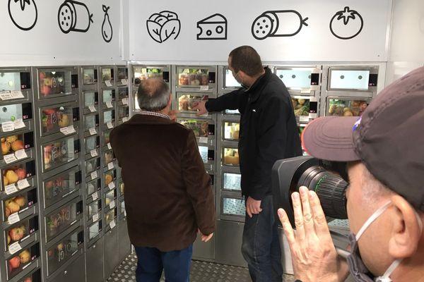 Le drive fermier, distributeur automatique de produits frais, à la Joliette, à Marseille.