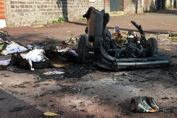 Conteneur à poubelle incendié dans une rue de Rouen (archives)