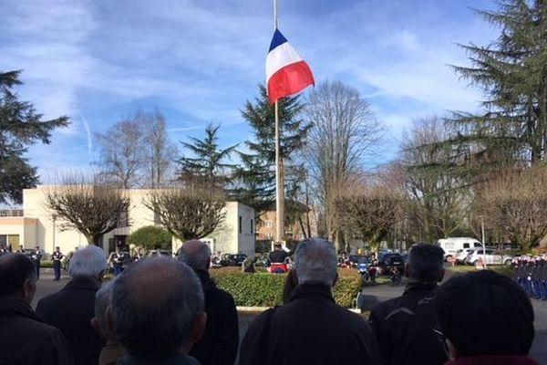 Plus d'une cinquantaine de civils sur place pour l'hommage au gendarme Arnaud Beltrame, à Pau.