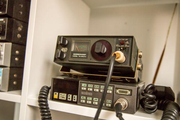Cette radio de taxi a été modifiée pour recevoir les communications de la station spatiale internationale.