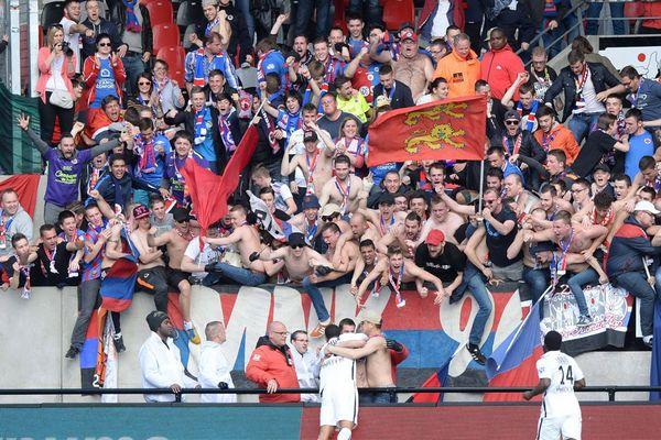 Les supporters du Stade Malherbe de Caen le 24 avril 2016 lors du match contre Guingamp