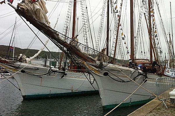L'Etoile et La Belle Poule dans le port de Fécamp en 2012