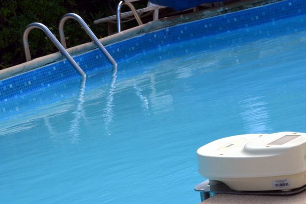 ILLUSTRATION de piscine avec alarme