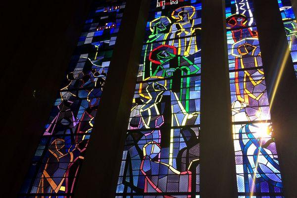 Les vitraux ont été entièrement démontés, nettoyés et restaurés par l'Atelier du vitrail à Limoges
