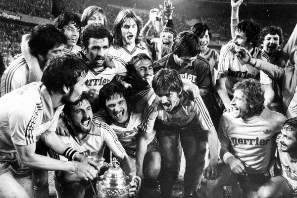 La joie d'H. Michel (4e g, 1er rang) et des Nantais lors de la finale de la Coupe de France, le 16 juin 1979