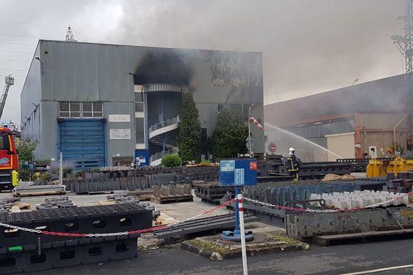 L'incendie de l'usine métallurgique Aubert & Duval est circonscrit mais suite aux émanations, l'ARS d'Occitanie et la Préfecture de l'Ariège font des recommandations.