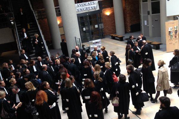 Les avocats du barreau de Dijon entament ce mardi 27 octobre 2015 une grève totale des audiences.