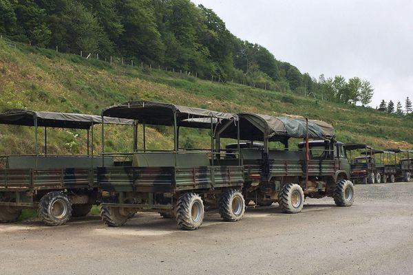 Voici les véhicules destinés à visiter normalement le parc pour voir les bisons, les cerfs, les biches. La visite est normalement commentée.