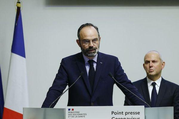 Edouard Philippe annonce ce soir de nouvelles mesures pour limiter la propagation du Covid-19 lors d'une conférence de presse avec Jerome Salomon, le directeur général de la Santé.