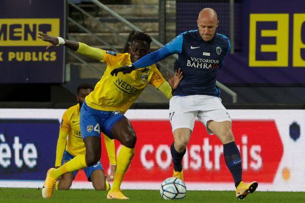 31e journée de Ligue 2 de football entre le FC Sochaux-Montbéliard (FCSM) et Paris FC (PFC) - Abdallah Ndour et Florian Martin.