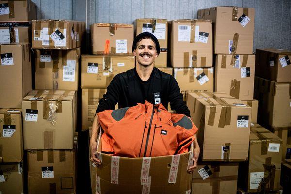 Dans les Cartons : l'opération de tri des vêtements collectés
