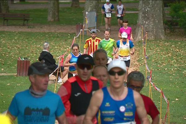 Quelques 220 athlètes ont dévalé les kilomètres de cette course extrême.