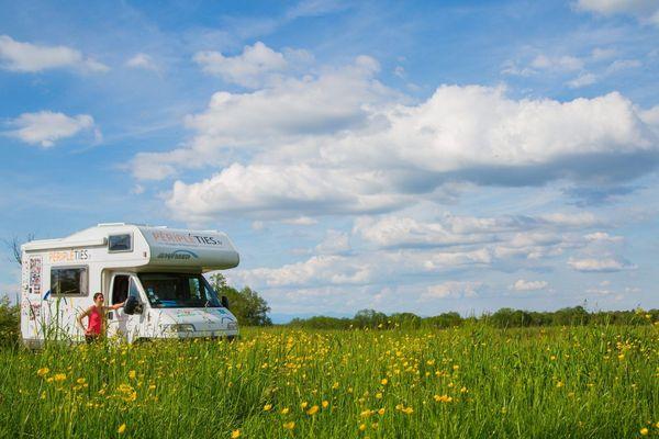 Illustration : le camping car, véhicule très apprécié des français pour sillonner leur territoire.