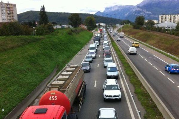 Un énorme bouchon sur la rocade de Grenoble, mercredi 17 octobre au matin