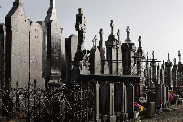 Plus de cent sépultures du cimetière de Dunkerque ont été dégradées.