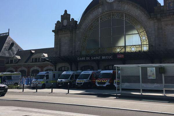 Les ambulances à la garde de Saint-Brieuc, prêtes à accueillir le train médicalisé