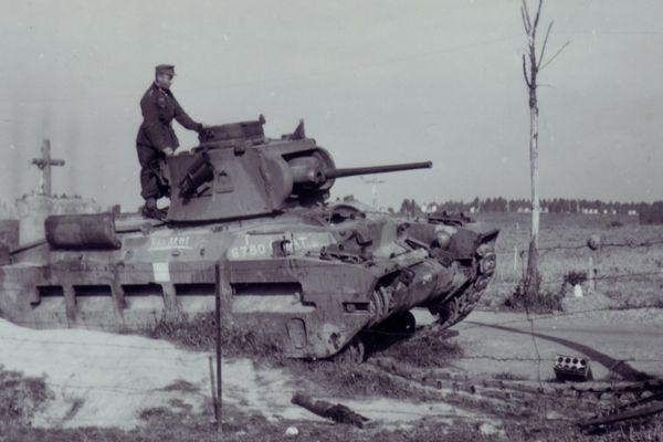 Un char britannique Matilda détruit à Beaurains, près d'Arras.